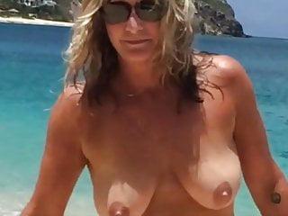 Frau strand alte nackt am Frau Wichst