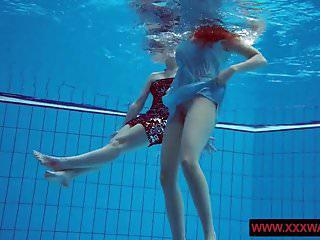 Nackt pool nachbarin im Heißer Sex